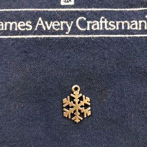 GUC James AverySnow Crystal charm